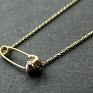 Skull pin necklace in gold