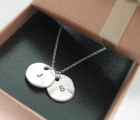 Initial necklace, In..