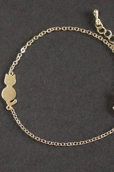 Cat bracelet in gold
