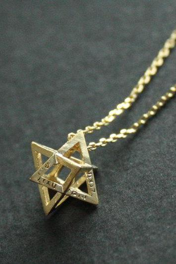 3D star necklace in gold